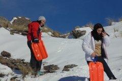 Chicos jugando en la nieve en el Champaqui